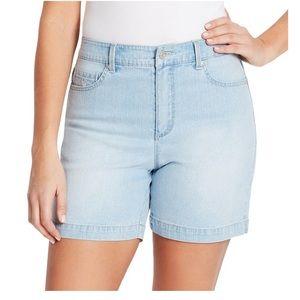 NWT Gloria Vanderbilt Amanda bayside jean shorts